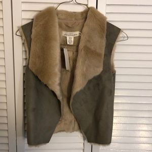 Girls youth size 9-10 vest